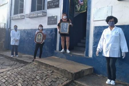 Imagem referente à notíciaEscola Municipal Alfredo Baeta recebe acervo fotográfico restaurado na celebração do seu centenário